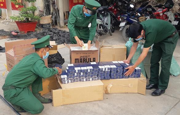 Liên tục bắt tân dược, thuốc lá lậu tại biên giới Tây Ninh và Long An - Ảnh 2.