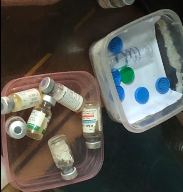 Giả nhân viên y tế, lừa tiêm vắc xin bằng nước cất - Ảnh 2.