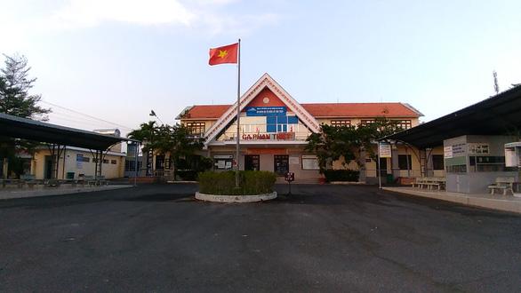 Tạm ngưng chạy tàu tuyến Phan Thiết - TP.HCM vì COVID-19 - Ảnh 1.