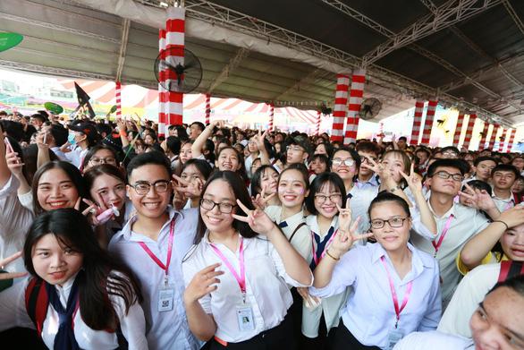 Trường đại học Văn Lang xét tuyển online để phòng ngừa COVID-19 - Ảnh 4.