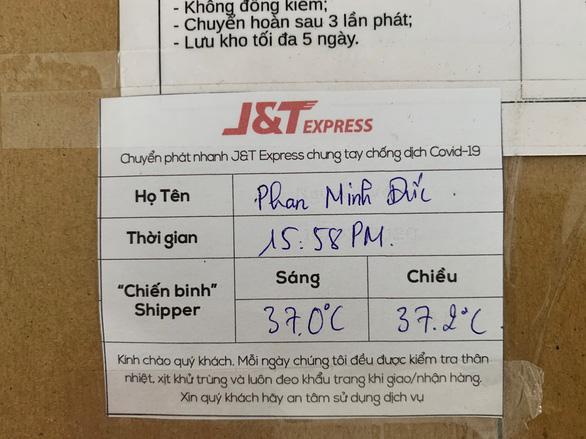 J&T Express gắn Thẻ Bưu kiện an tâm trên từng bưu phẩm - Ảnh 1.