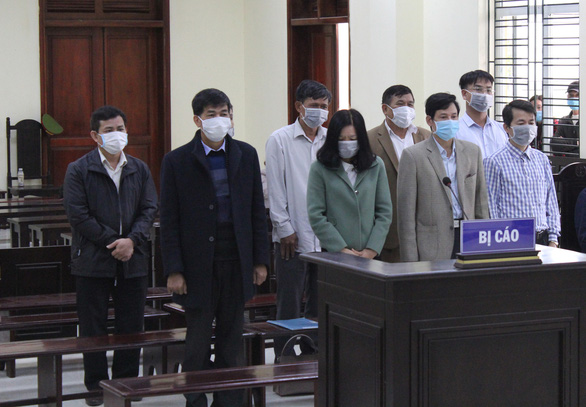 5 cựu cán bộ thanh tra tỉnh Thanh Hóa nhận hối lộ bị tổng cộng 154 tháng tù - Ảnh 1.