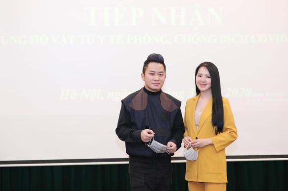 Tùng Dương, Tóc Tiên trao hơn 1 tỉ cho bộ đội chống COVID-19 - Ảnh 4.