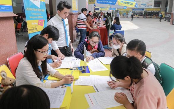 Dời lịch thi THPT quốc gia có ảnh hưởng việc xét tuyển đại học? - Ảnh 1.