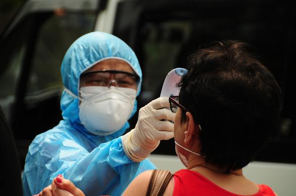 Cập nhật chiều 4-4: Cô gái đi Thái Lan về mắc COVID-19, ca 240 ở Việt Nam - Ảnh 1.