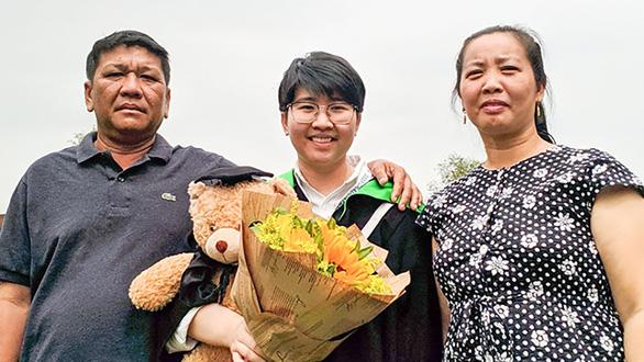 3 đóa hồng truyền cảm hứng ở giảng đường đại học - Ảnh 1.