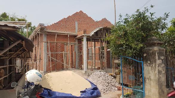 Sập giàn giáo khi xây nhà, một người tử vong - Ảnh 1.