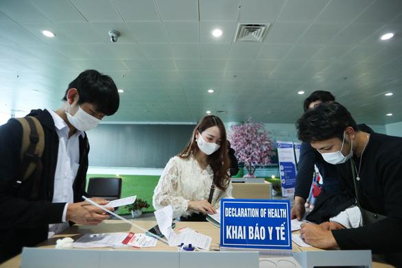 Nội Bài, Tân Sơn Nhất khuyến cáo khách tuân thủ việc lấy mẫu xét nghiệm COVID-19 - Ảnh 1.