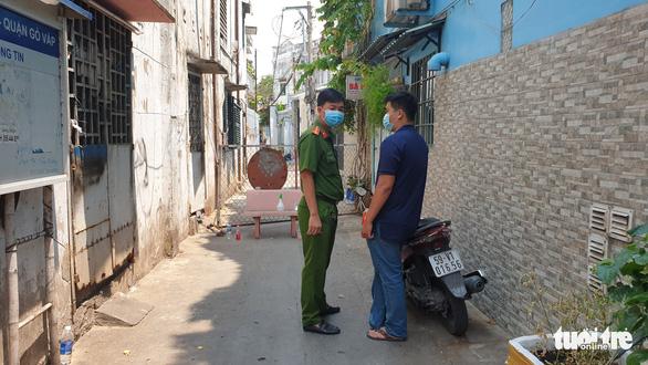 Dựng rào cách ly hẻm 248 Phạm Ngũ Lão, Gò Vấp - Ảnh 2.