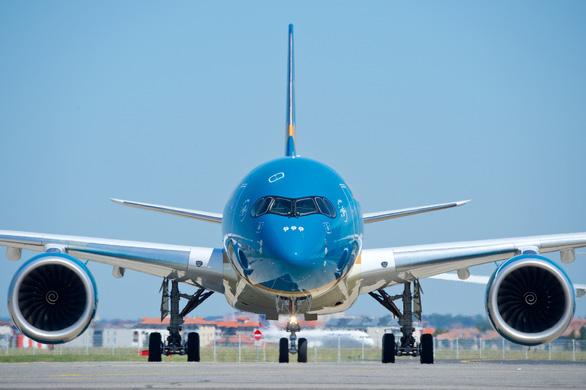 Vietnam Airlines tạm dừng các đường bay giữa Việt Nam và Pháp, Malaysia - Ảnh 1.