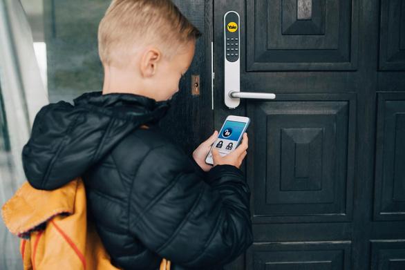 4 lời khuyên an toàn cho bé khi đóng mở cửa mà ba mẹ nên biết - Ảnh 1.