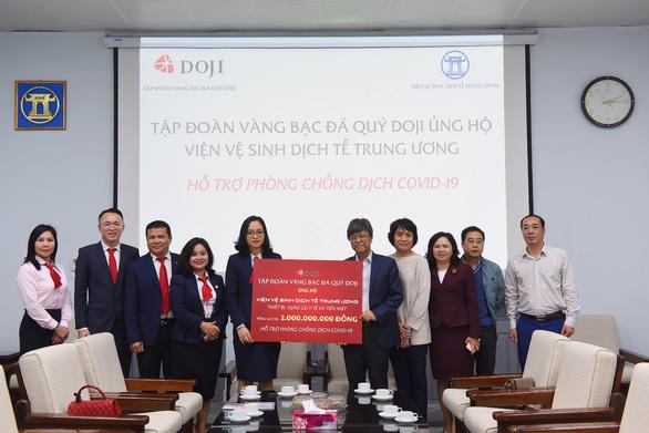 Hai doanh nghiệp ủng hộ 10 tỉ đồng chống dịch COVID-19 - Ảnh 1.