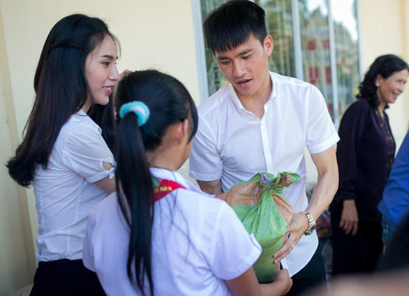 Thủy Tiên - Công Vinh: Đồng vợ đồng chồng, nước mặn cũng thành nước ngọt - Ảnh 3.
