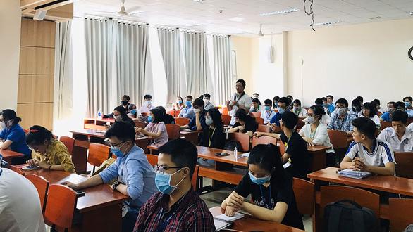 Trường ĐH Y dược TP.HCM đối thoại sinh viên việc đi học giữa lúc COVID-19 - Ảnh 1.