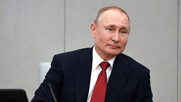 Ông Putin rộng đường tái tranh cử - Ảnh 1.