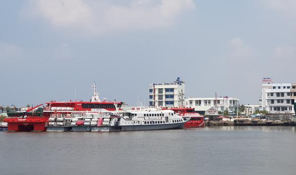 Kiên Giang thu hồi thông báo cấm khách 13 tỉnh thành ra đảo - Ảnh 1.