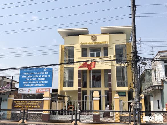 Cách chức chủ tịch phường vì tự ý thay tên đổi họ và sửa lý lịch Đảng - Ảnh 1.