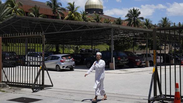 Nhà thờ Hồi giáo ở Malaysia trở thành ổ phát tán COVID-19 ra sao? - Ảnh 2.