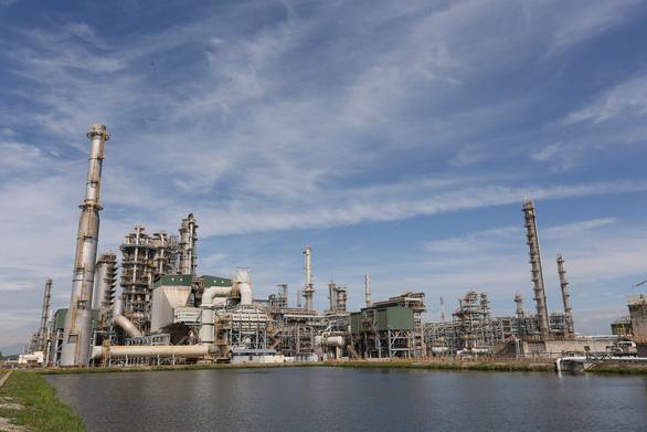 Nhà máy lọc dầu trong nước tồn kho tăng nhanh do cầu tiêu thụ giảm - Ảnh 1.