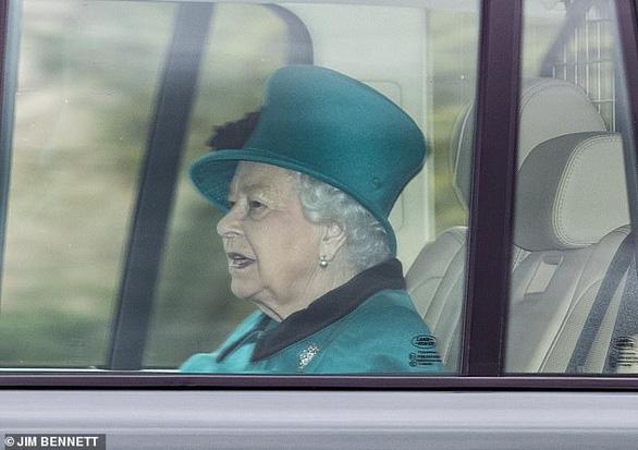 Nữ hoàng Anh tự cách ly phòng dịch ở lâu đài Windsor - Ảnh 1.