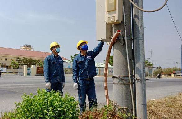 Công ty Điện lực Duyên Hải đảm bảo cấp điện cho Bệnh viện điều trị COVID-19 tại Cần Giờ - Ảnh 1.