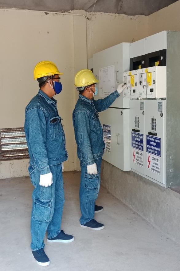 Công ty Điện lực Duyên Hải đảm bảo cấp điện cho Bệnh viện điều trị COVID-19 tại Cần Giờ - Ảnh 2.