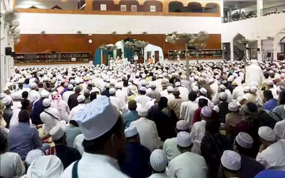 Nhà thờ Hồi giáo ở Malaysia trở thành ổ phát tán COVID-19 ra sao? - Ảnh 1.
