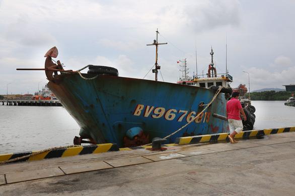 Khởi tố, bắt tạm giam thuyền trưởng buôn lậu dầu trên biển - Ảnh 2.