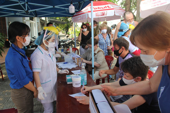 Áo xanh Đà Nẵng cùng chống dịch ở các chốt y tế ngoại ô - Ảnh 3.