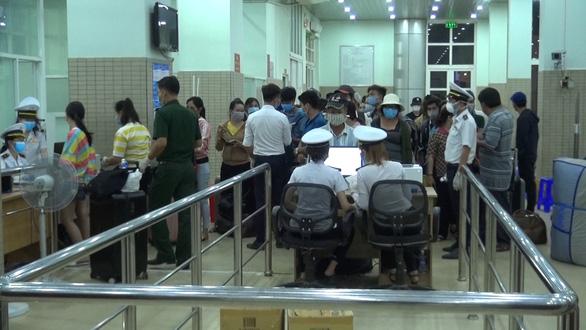 Tây Ninh cách ly tập trung gần 300 người nhập cảnh từ Campuchia - Ảnh 2.