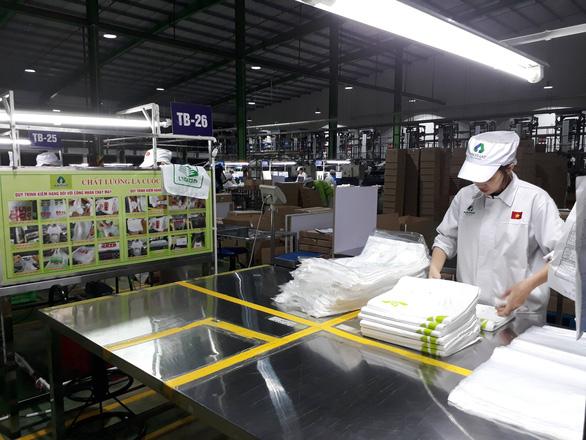 EU đóng cửa biên giới, hàng xuất khẩu Việt Nam có bị ảnh hưởng? - Ảnh 1.