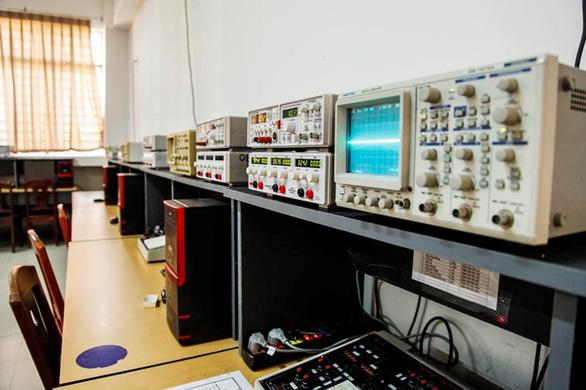 Tiếp cận lò đào tạo điện - điện tử tại Đai học Duy Tân - Ảnh 7.