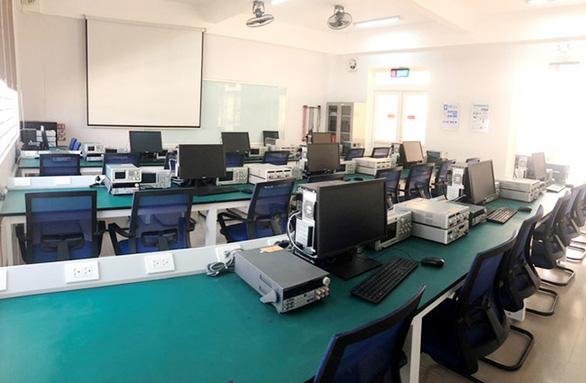 Tiếp cận lò đào tạo điện - điện tử tại Đai học Duy Tân - Ảnh 8.