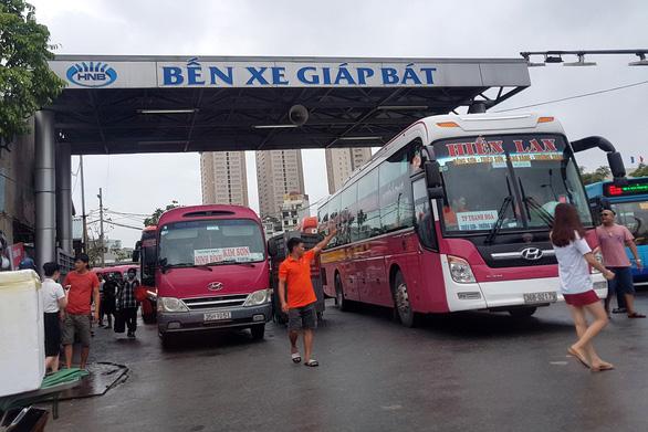Dừng hoạt động xe khách, xe taxi, chỉ khai thác 3 đường bay, 2 đoàn tàu - Ảnh 1.