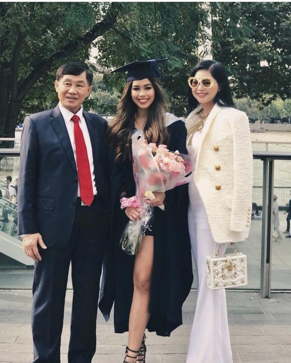 Vợ chồng Johnathan Hạnh Nguyễn góp hơn 6 tỉ đồng mua thiết bị y tế chống COVID-19 - Ảnh 1.