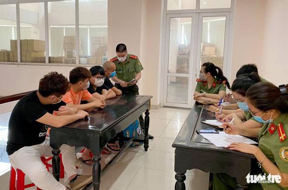 Buộc xuất cảnh 4 người Trung Quốc nhập cảnh trái phép vào Việt Nam trốn COVID-19 - Ảnh 1.