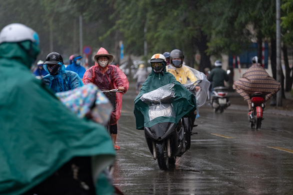 TP.HCM tiếp tục nóng, Hà Nội không khí sạch hơn nhờ mưa - Ảnh 1.