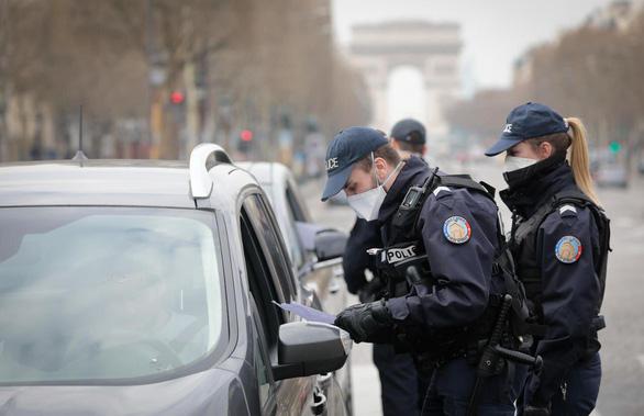Chặn dịch COVID-19: Pháp giám sát hội chứng qua mạng lưới bác sĩ - Ảnh 1.