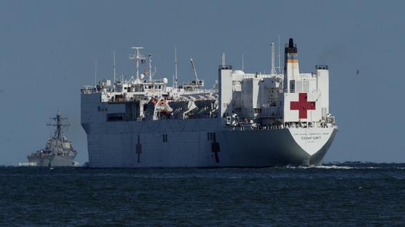 Hải quân Mỹ điều 2 tàu bệnh viện tới New York, Bờ Tây chống dịch COVID-19 - Ảnh 2.