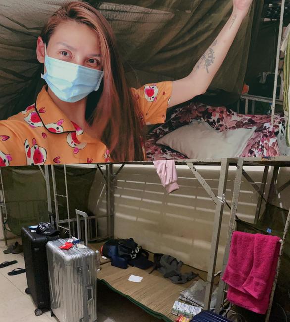 Người mẫu Võ Hoàng Yến và Phương Oanh cách ly tập trung ở Bình Dương và TP.HCM - Ảnh 2.