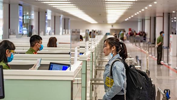 Sân bay vắng khách, du lịch ngủ đông - Ảnh 1.