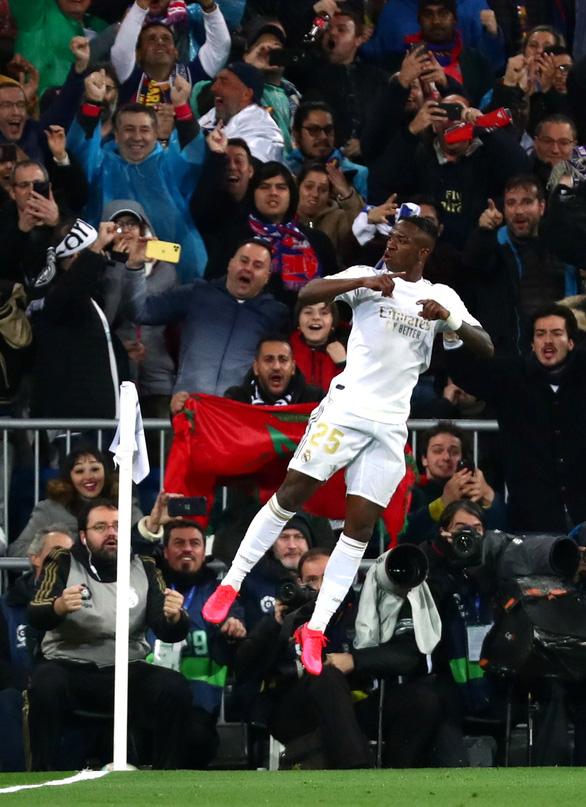 Thắng thuyết phục trận Siêu kinh điển, Real trở lại đỉnh bảng La Liga - Ảnh 1.