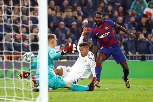 Thắng thuyết phục trận Siêu kinh điển, Real trở lại đỉnh bảng La Liga - Ảnh 4.