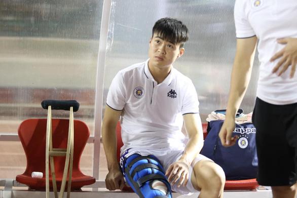 HLV Park Hang Seo lo lắng khi Duy Mạnh bị đứt dây chằng gối - Ảnh 1.