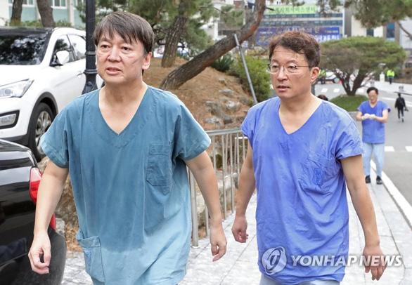Từ bác sĩ thành chính khách, giờ tình nguyện tới Daegu chống dịch - Ảnh 2.