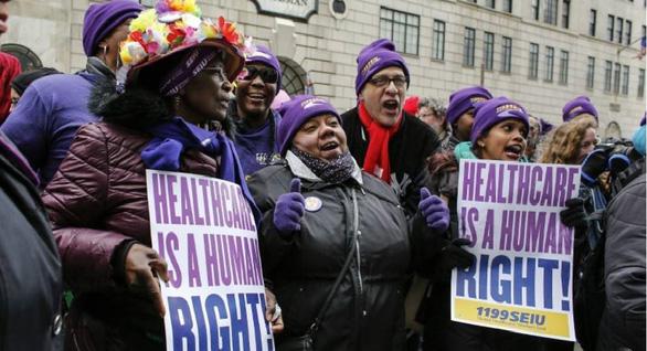 Không bảo hiểm y tế, không dám nghỉ ốm, hàng triệu người Mỹ mong manh trước COVID-19 - Ảnh 1.