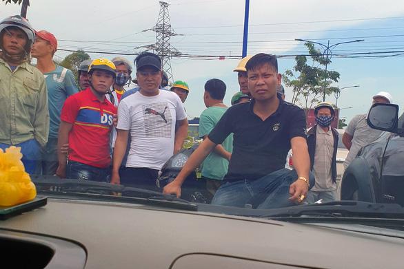 Truy tố nhóm giang hồ vây xe chở công an tại Đồng Nai - Ảnh 1.