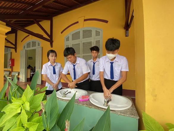 Cần Thơ bất ngờ cho học sinh THPT nghỉ học từ ngày mai 23-3 - Ảnh 1.