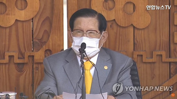 Giáo chủ Tân Thiên Địa quỳ gối cúi đầu xin lỗi người dân Hàn Quốc - Ảnh 3.