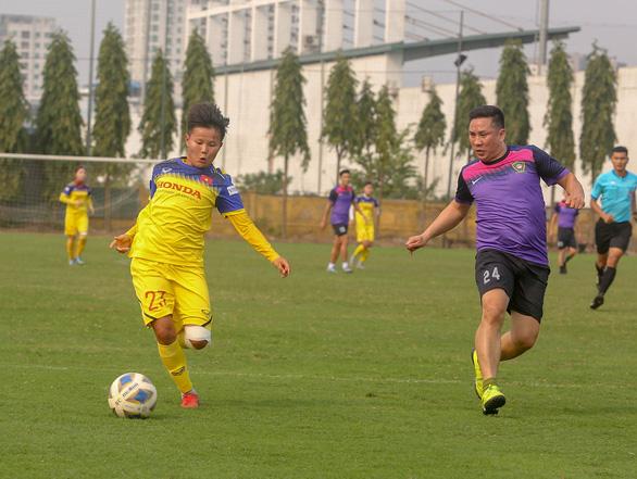 HLV Mai Đức Chung loại 3 cầu thủ trước khi sang Úc đá play-off đi Olympic - Ảnh 2.
